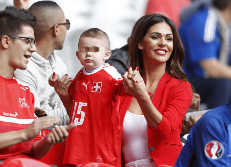 La joven modelo es pareja del futbolista suizo Blerim Dzemeili, con quien tiene un hijo. (Foto: Marca)
