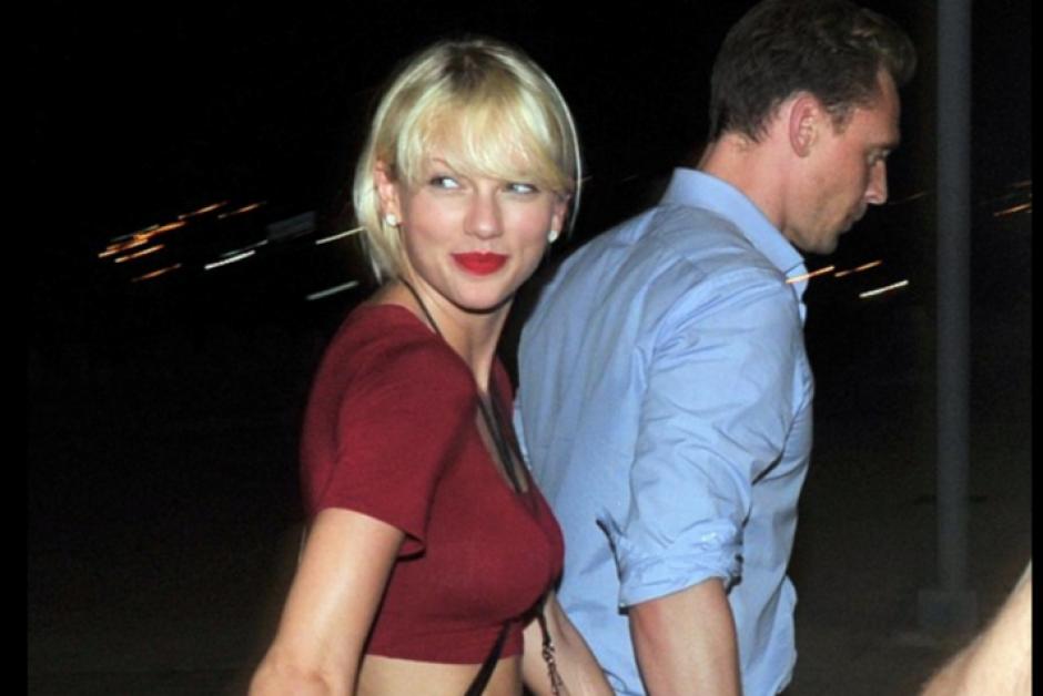 Los admiradores de la cantante y los críticos de la farándula creen que Taylor Swift se sometió a una cirugía para aumentar su busto. (Foto: Daily Mail)