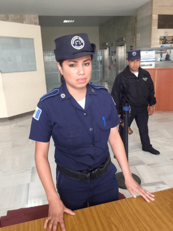 La guardia Celia Osorio habría llamado ladrona a la exregistradora de información catastral, Emilia Ayuso. (Foto: @mendezmy/Twitter)