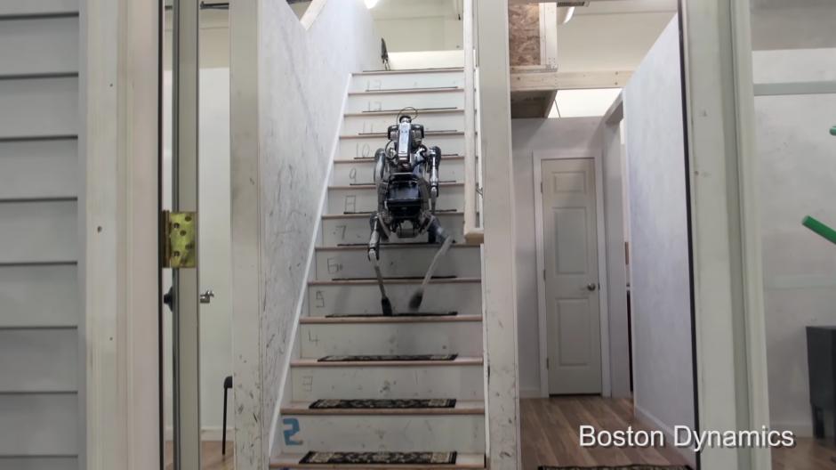 También sube escaleras. (Foto: Captura de Pantalla/Youtube)