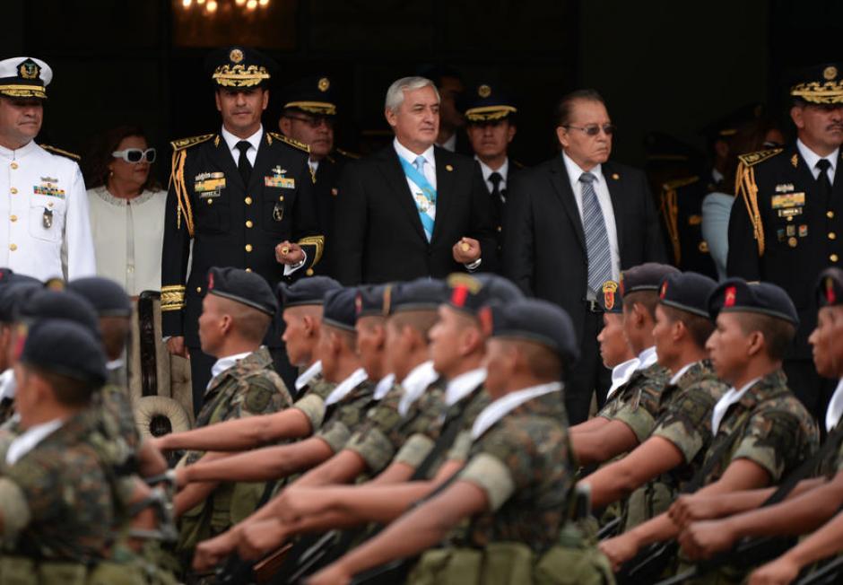 El exmandatario Otto Pérez celebró en 2015 el día del Ejército. (Foto: Archivo/Soy502)