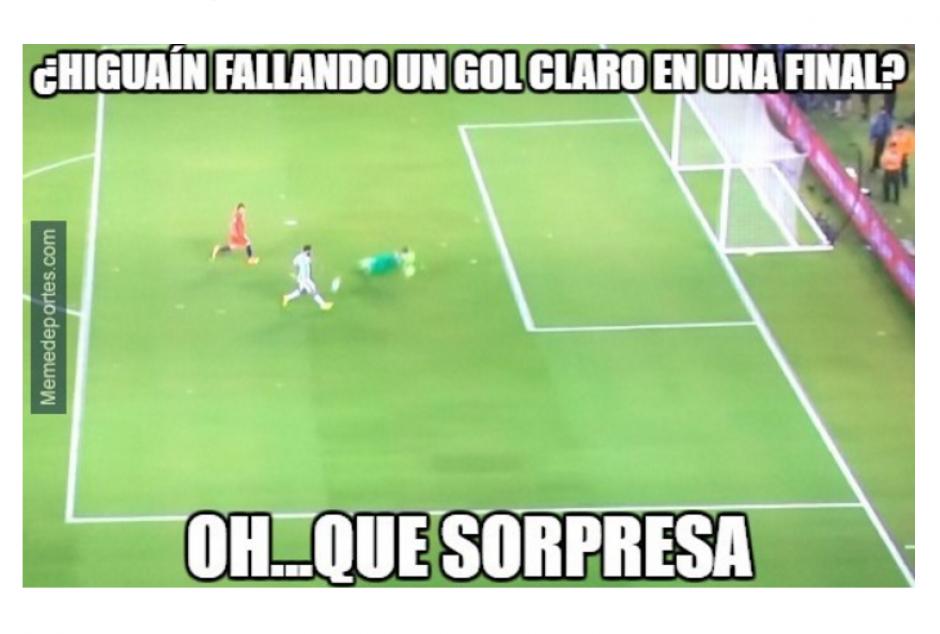 El argentino falló una opción clara de gol. (Foto: MemeDeportes)