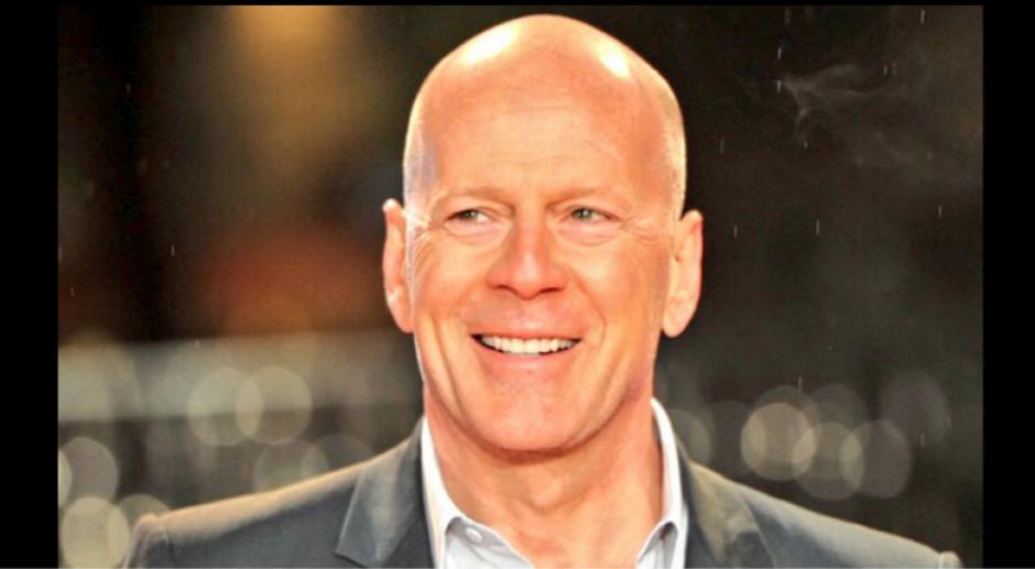 El actor Bruce Willis fue comparado con el árbitro. (Foto: Twitter/@futbolizados)
