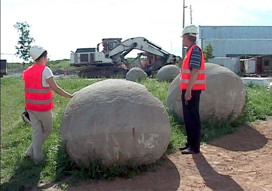 Los especialistas analizan las piedras encontradas. (Foto: Siberian Times)