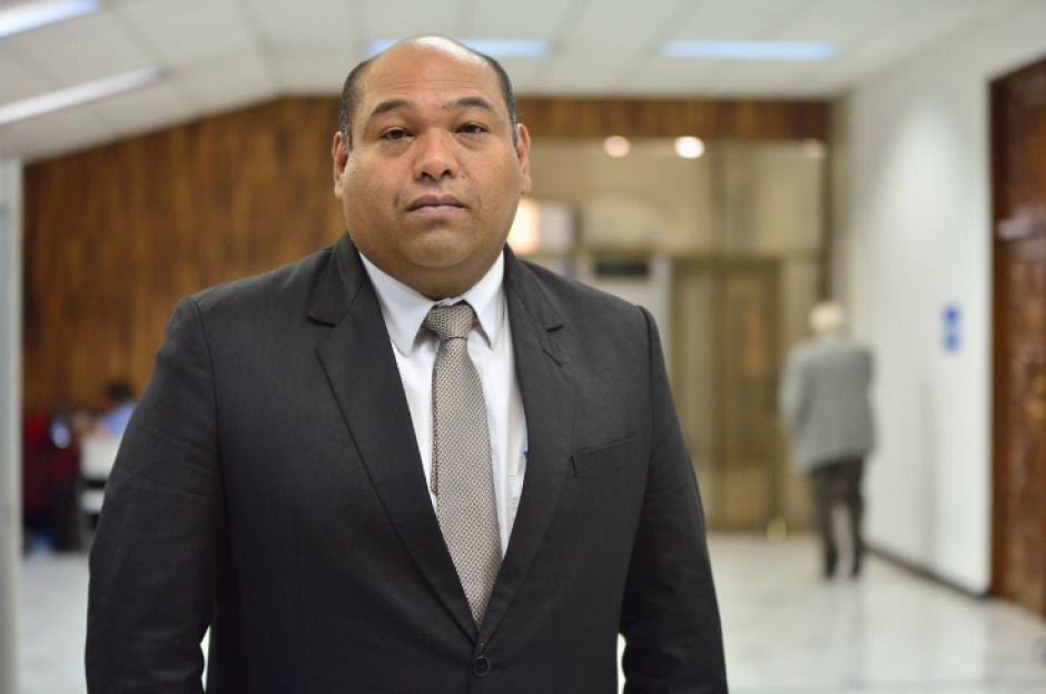Benjamín Estrada ha acompañado a la exvicepresidenta desde que empezó el recorrido por los distintos procesos penales en su contra. (Foto: Jesús Alfonso/Soy502)