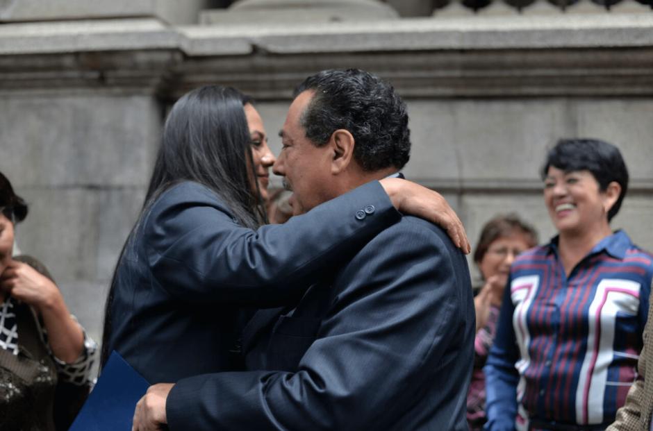 Empleados de Salud llegaron al Congreso a manifestar su apoyo al Ministro. (Foto: Wilder López/Soy502)