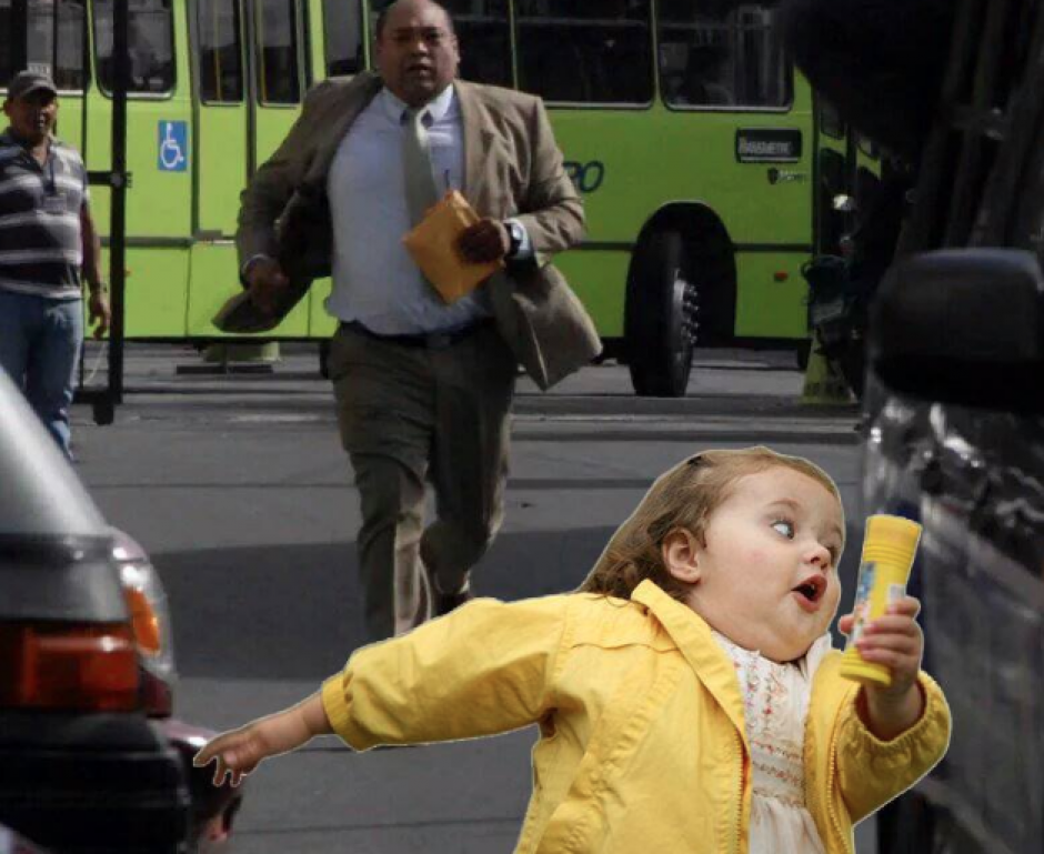 El famoso meme de la niña corriendo. (Foto: Facebook/Gerardo Chajon)