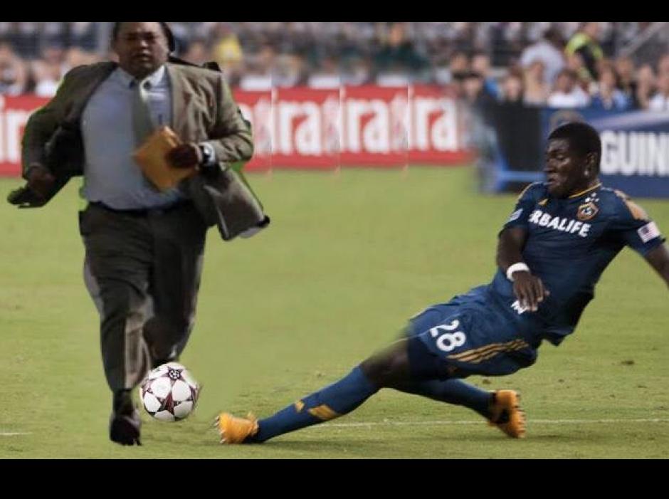 Hasta jugadas de fútbol. (Foto: Facebook/Gabriel Carrera)