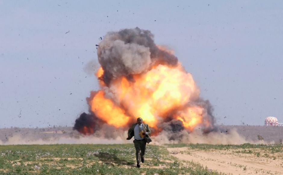 Y también con otras de explosiones en películas. (Foto: Facebook/Mauricio Urizandi)