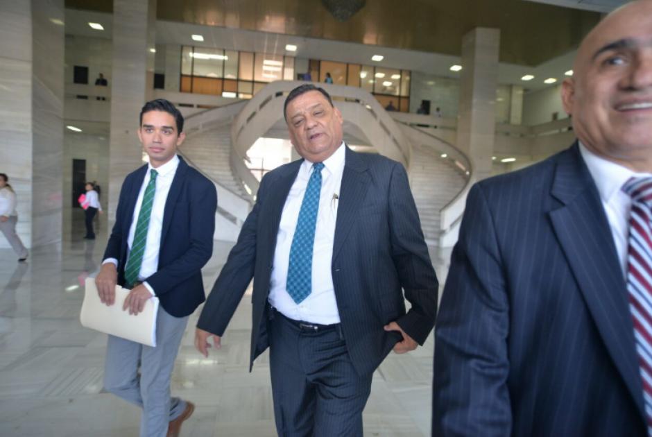 El exdiputado Carlos Herrera fue el primero en hacerse presente al Organismo Judicial. (Foto: Wilder López/Soy502)
