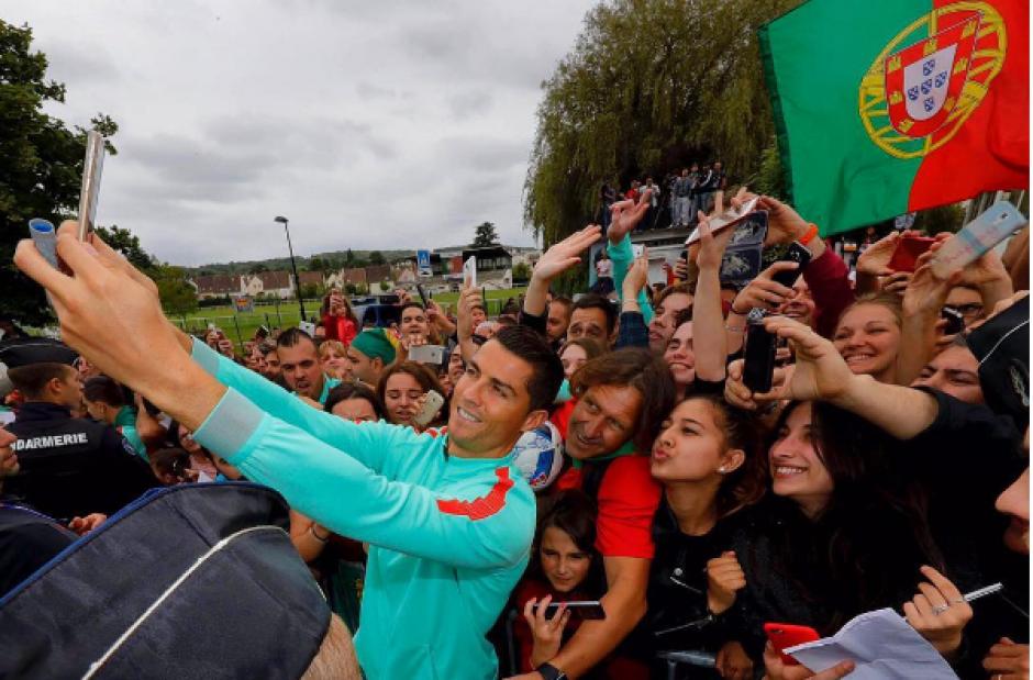 cr7 foto fanáticos concentración Portugal en Francia