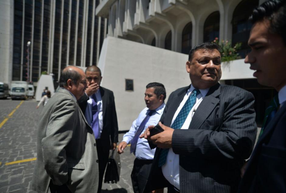 Los tres exdiputados acudieron a la CSJ para respaldar la recusación planteada. (Foto: Wilder López/Soy502)