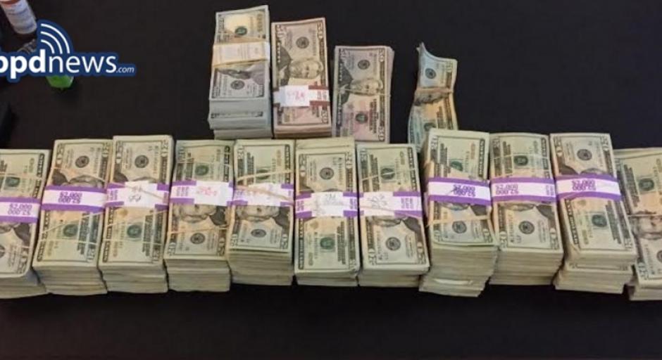 Estos son los dólares que la Policía de Bostón contó y que entregó el taxista. (Foto: bpdnews.com)