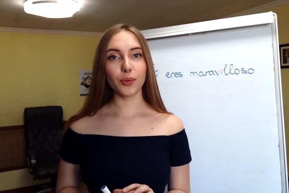 La joven busca transmitir su idioma natal. (Imagen: Youtube/AlissaOfficial)