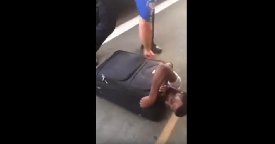 Los pasajeros de un tren fueron quienes alertaron a las autoridades. (Foto: Captura de YouTube)