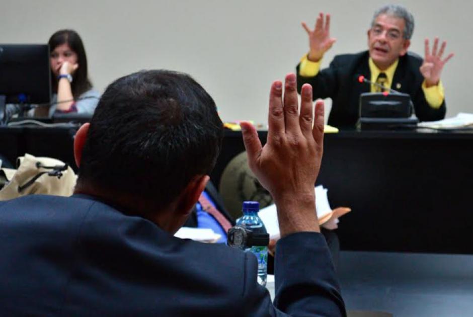 Debido a la demanda de nuevos casos de corrupción, el juez Gálvez posee diversos expedientes en espera de un espacio en su agenda. (Foto: Archivo/Soy502)