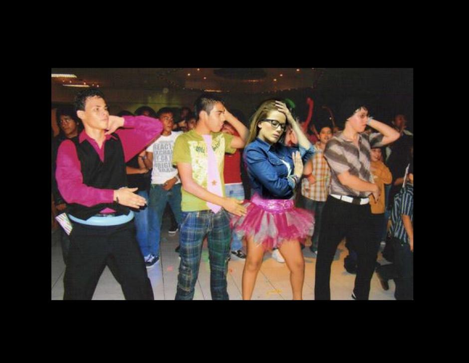 """El baile de la """"Macarena"""" también sirvió para la exdiputada. (Foto: Facebook/Roberto Cojolón)"""