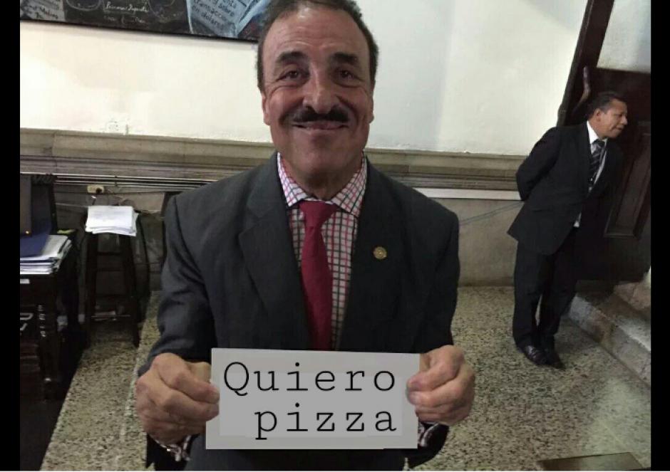 La calcomanía de Fernando Linares Beltranena fue tendencia. (Foto: Twitter/@Pellejoprepucio)