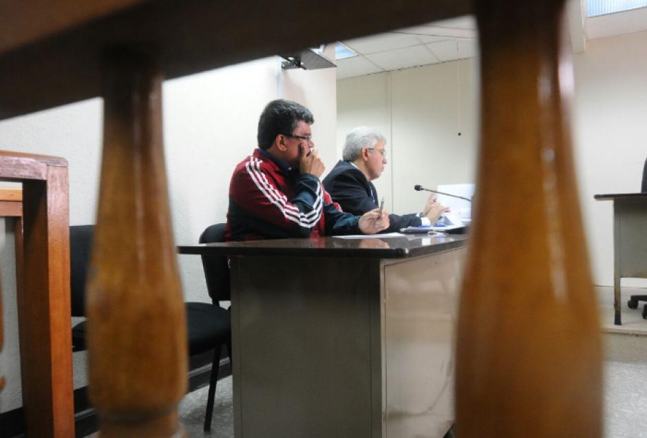 El abogado de Medrano cuestionó a los peritos si les consta que el pago de los servicios de la empresa se hicieron con el mismo impuesto. (Foto: Alejandro Balán/Soy502)