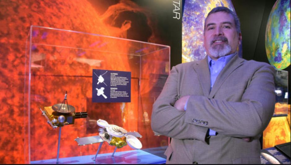 Hirst tiene 45 años y es un físico matemático. (Foto: article.wn.com)