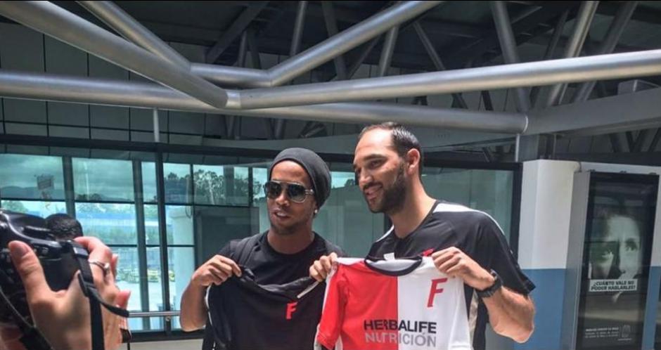 El exastro del fútbol mundial, Ronaldinho Gaucho está en Guatemala para disputar el domingo el Clásico de la Amistad. (Foto: Ricardo Arenas)