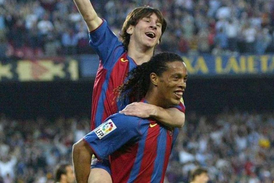 Ronaldinho fue un maestro para Messi en el Barcelona. (Foto: Archivo/Soy502)