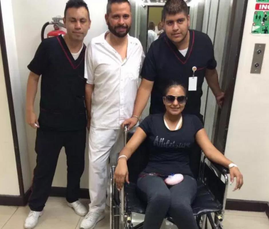 Nidia compartió con los médicos y enfermeros. (Foto: soundmeup.com)