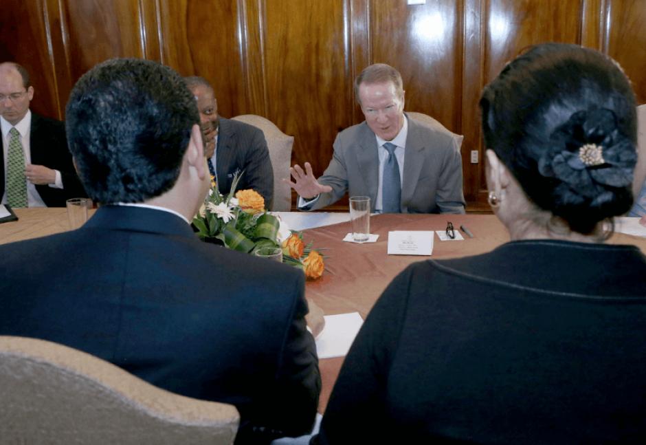 El Embajador de Estados Unidos llegó dos veces, siempre acompañado por otros funcionarios, durante este año. (Foto: Presidencia)