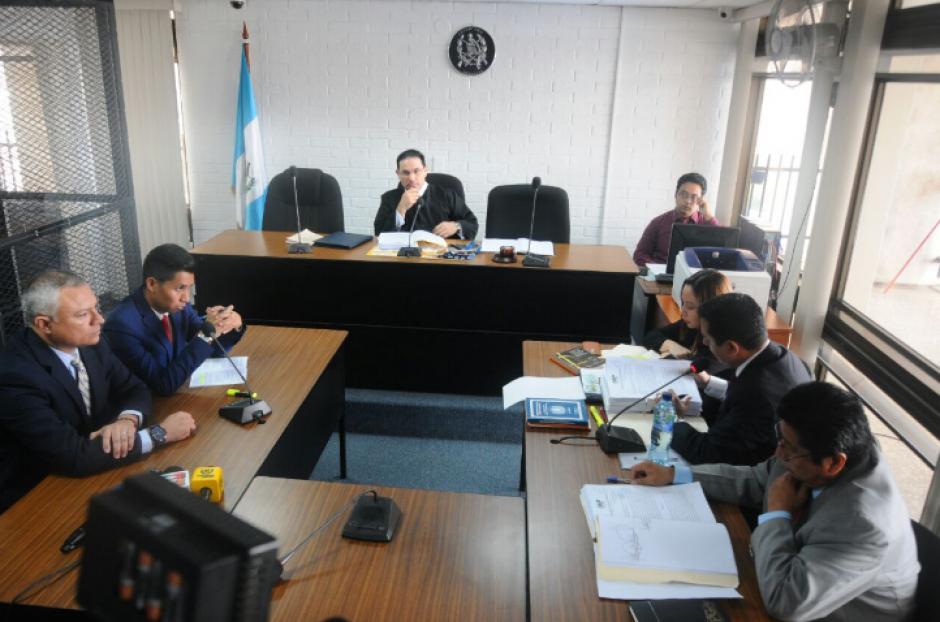 Durante la audiencia, el juez de Extinción de Dominio aceptó los medios de convicción planteados por la Fiscalía. (Foto: Alejandro Balán/Soy502)