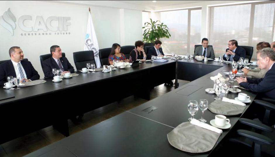 El grupo con el que más se reúne, siempre en privado, es el Cacif. (Foto: Presidencia)