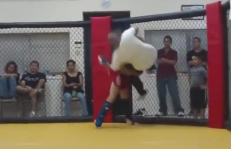 El maestro de MMA utilizó algunas llaves. (Imagen: YouTube)