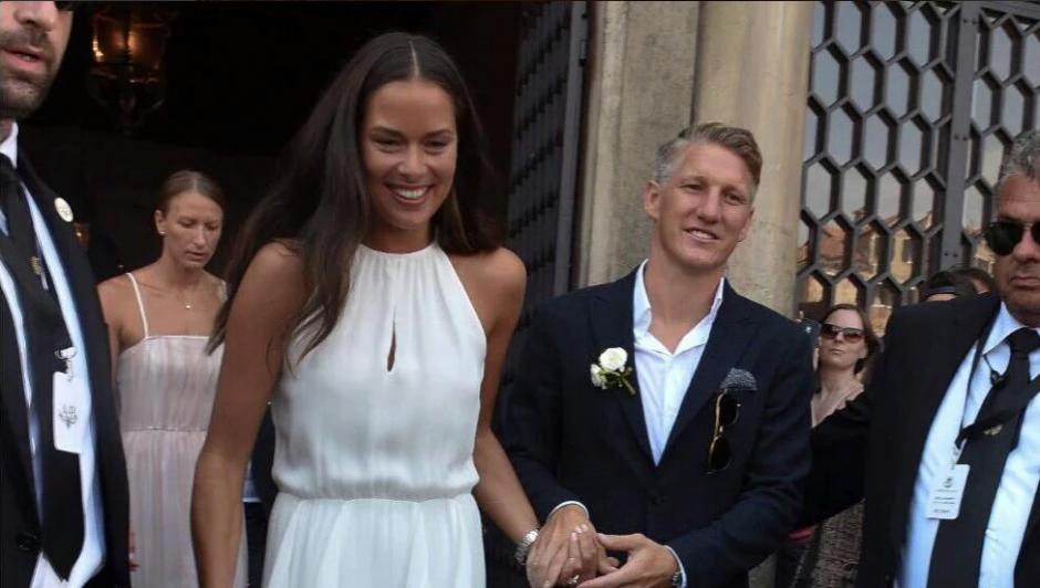 El futbolista alemán y la tenista serbia están juntos desde 2014. (Twitter)