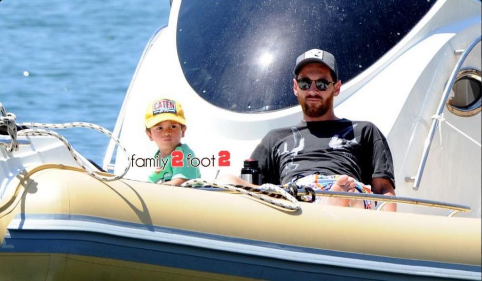 Un paparazzi tomó varias fotos de Leo en la proa de un yate. (Family2Foot2)