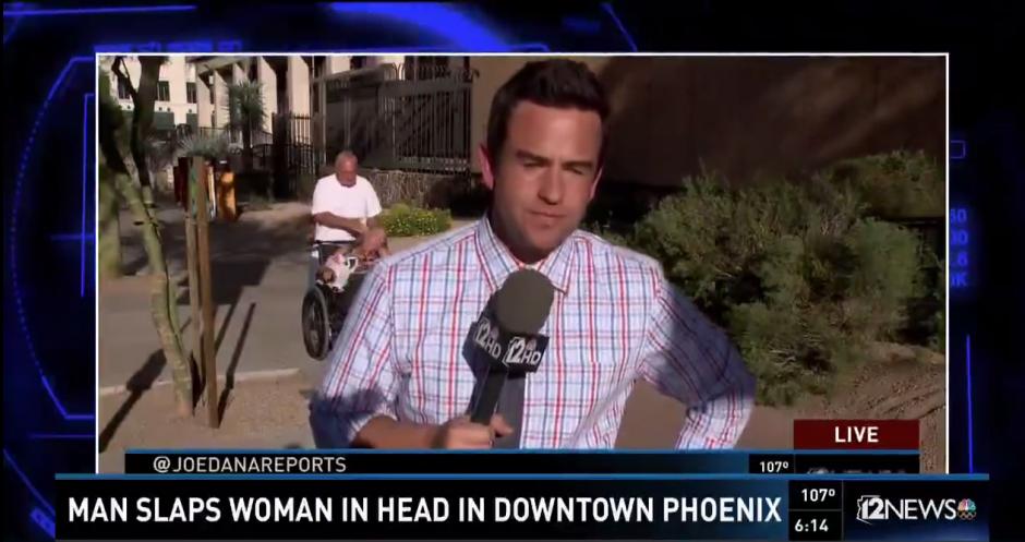 El periodista Joe Dana realizaba un reportaje en vivo desde Phoenix. (Captura de Pantalla: 12 News)