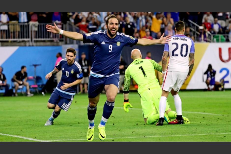 El argentino, muy criticado por sus actuaciones con su Selección, podría dejar Italia. (Foto: Twitter)