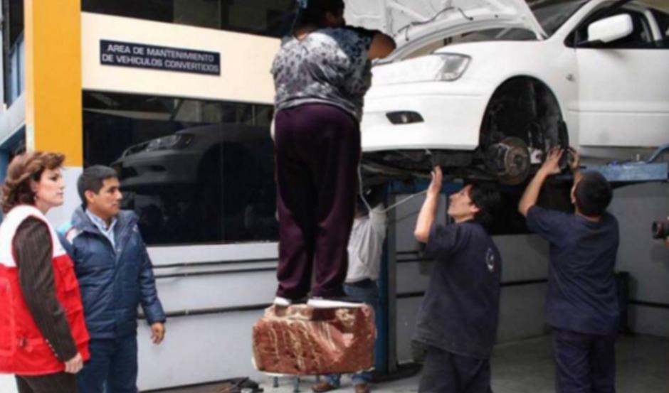 #LadyMetichona también aparece en los mecánicos. (Foto: Twitter/buzzfeed.com)
