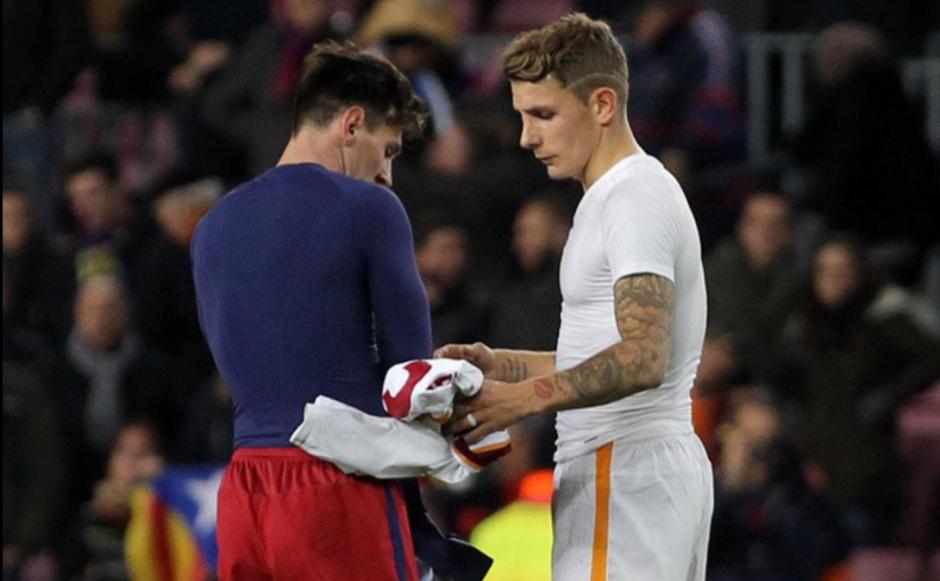 Messi y Digne cambiaron de camisa cuando jugaron en el Camp Nou. (Foto: Sport)
