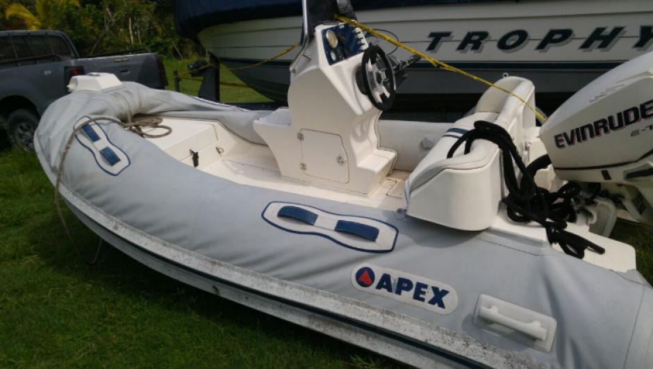 Un dinghy Apex también fue localizado junto a las lanchas en la misma propiedad. (Foto: MP)