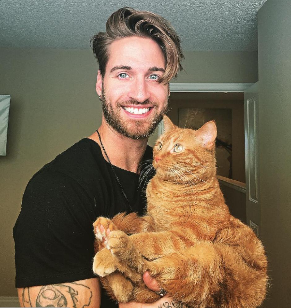 La popularidad de Travis es tal que lanzó un libro en el que ofrece consejos de cómo promocionarse en redes sociales. (Foto: Instagram/travbeachboy)