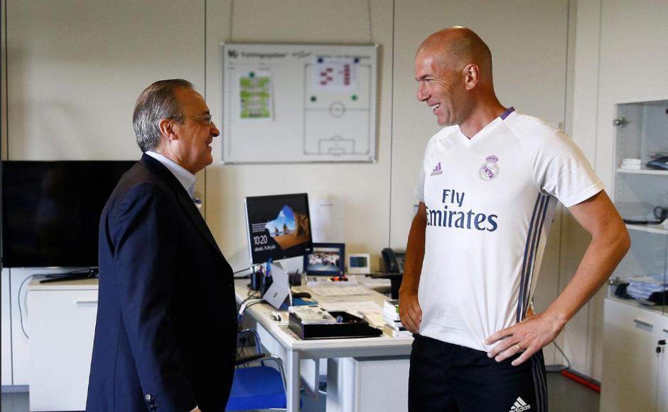 Zinedine Zidane y el presidente. (Foto: RealMadrid.com)