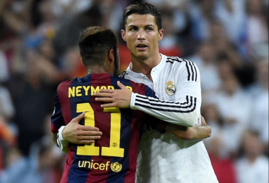 Cristiano y Neymar se abrazan durante un clásico. (Foto: Andina.com)