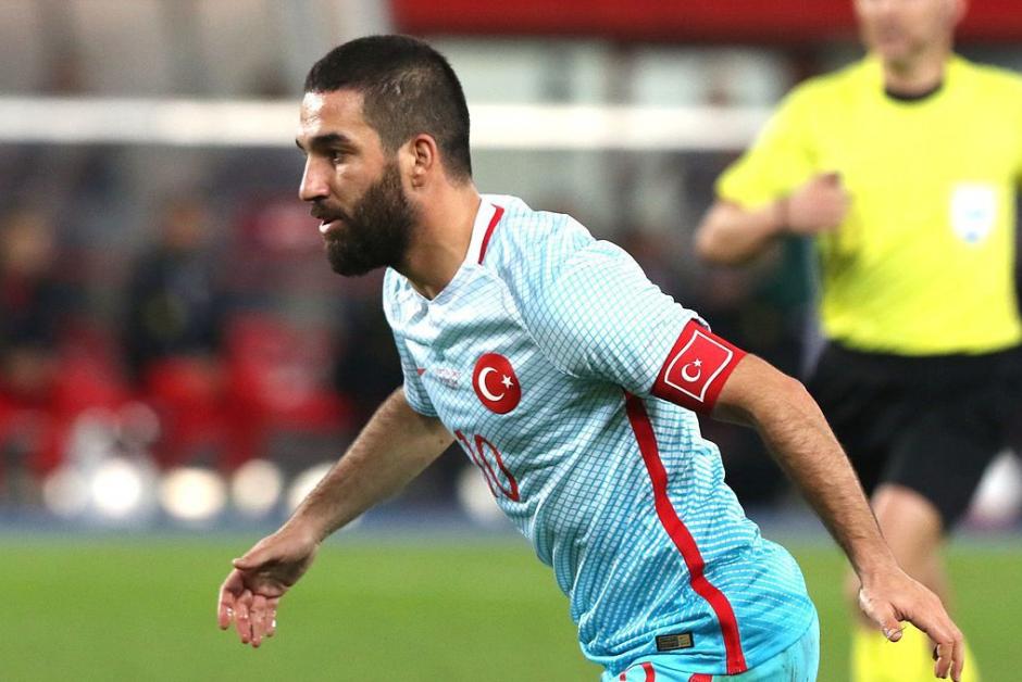 Arda publicó una foto de la bandera de Turquía en su Instagram (Foto: AFP)