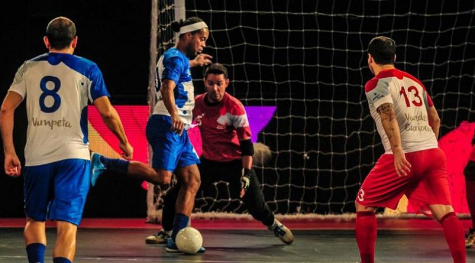 Ronaldinho hizo magia jugando Futsal en India. (Foto: Futsal Premier)