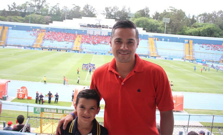 El diputado acudió al estadio Mateo Flores para disfrutar del partido entre Municipal y San Lorenzo de Almagro. (Foto: Luis Barrios/Soy502)