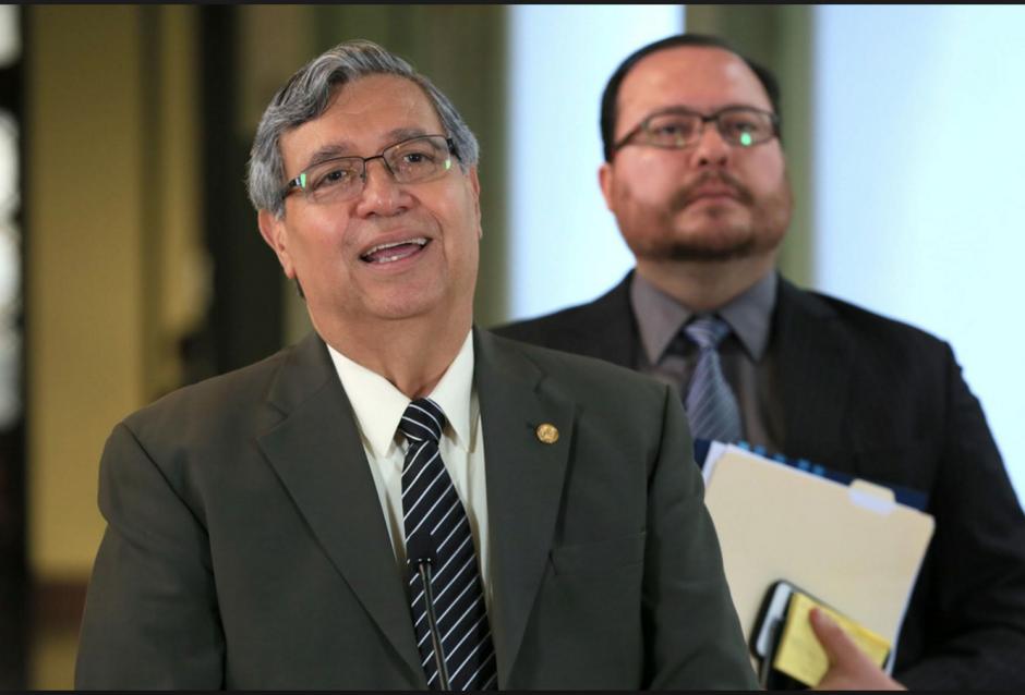 El vicepresidente Jafeth Cabrera se reunión con el exministro de salud. (Foto: Archivo/Soy502)
