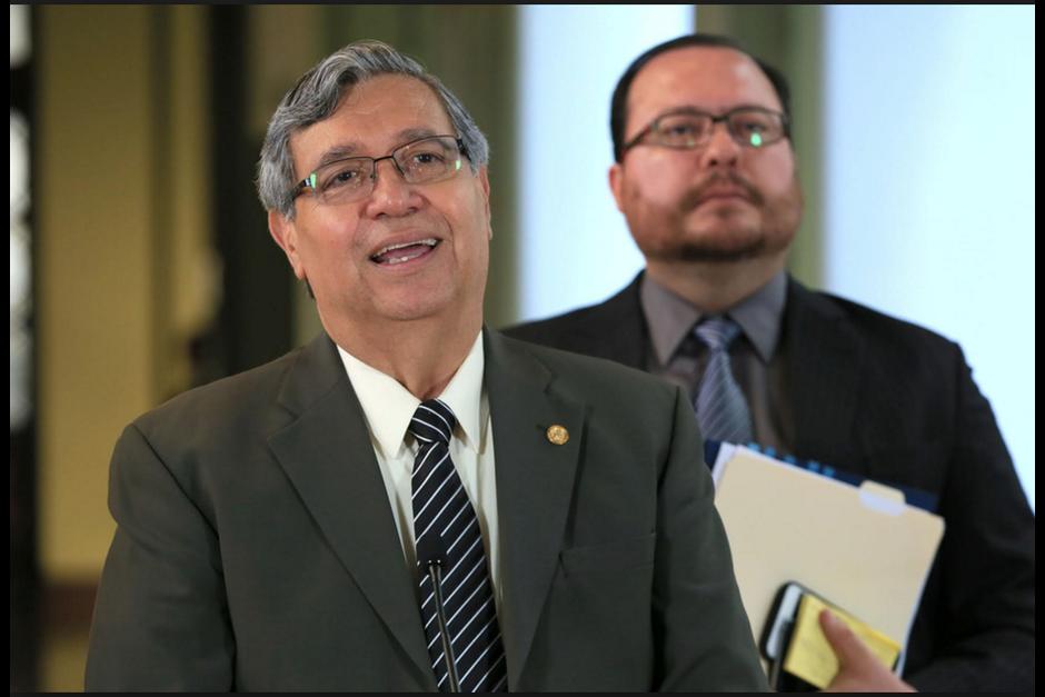 El vicepresidente Jafeth Cabrera fue quien informó de la reunión que tendrá este día el presidente con la Fiscal General. (Foto: Archivo/Soy502)