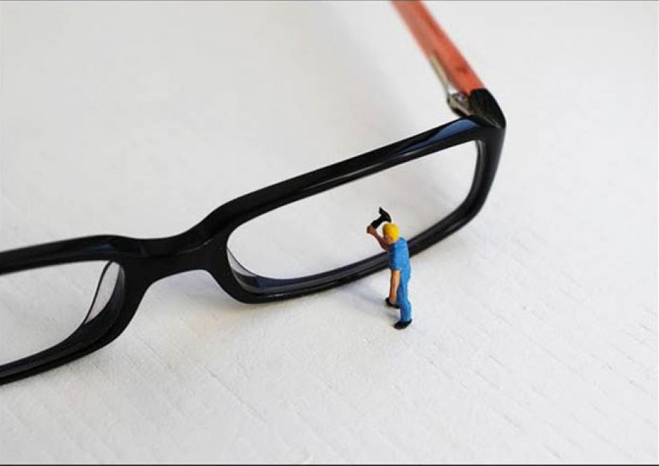 La colección de fotografías consiste en colocar personas miniatura en nuestro mundo. (Foto: Bettina Guber)