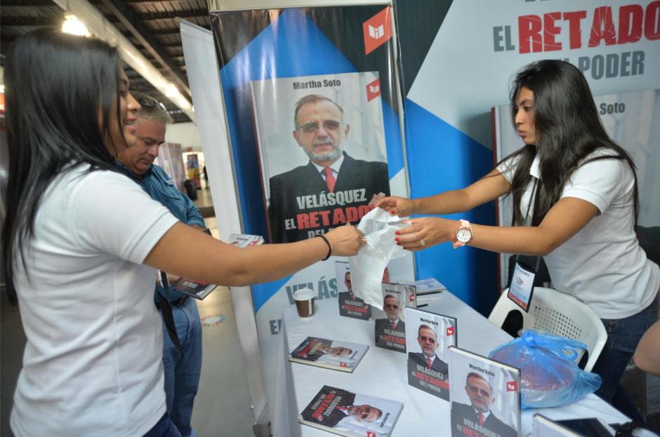 El texto ha tenido buena aceptación entre las personas, ya que se han vendido varios ejemplares. (Foto: Wilder López/Soy502)