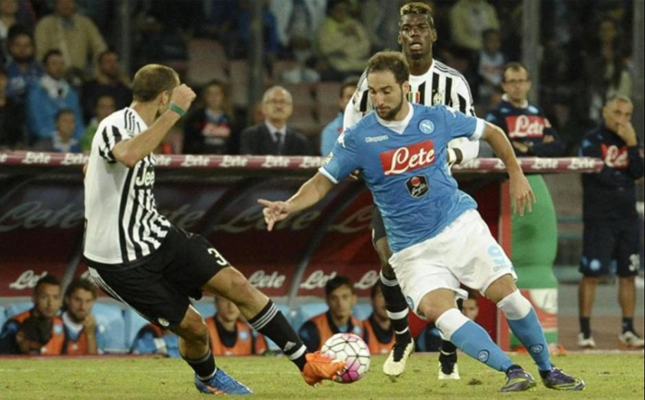 Gonzalo Higuaín en un partido contra la Juventus. (Foto: Gazzeta.it)