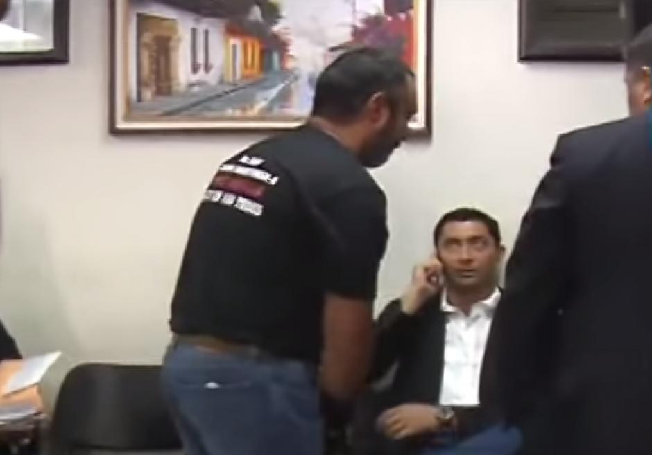 Durante un encuentro en Tribunales, Lima también demostró no mantener una buena relación con Otto Pérez Leal. (Foto: Captura de video Tv Azteca)